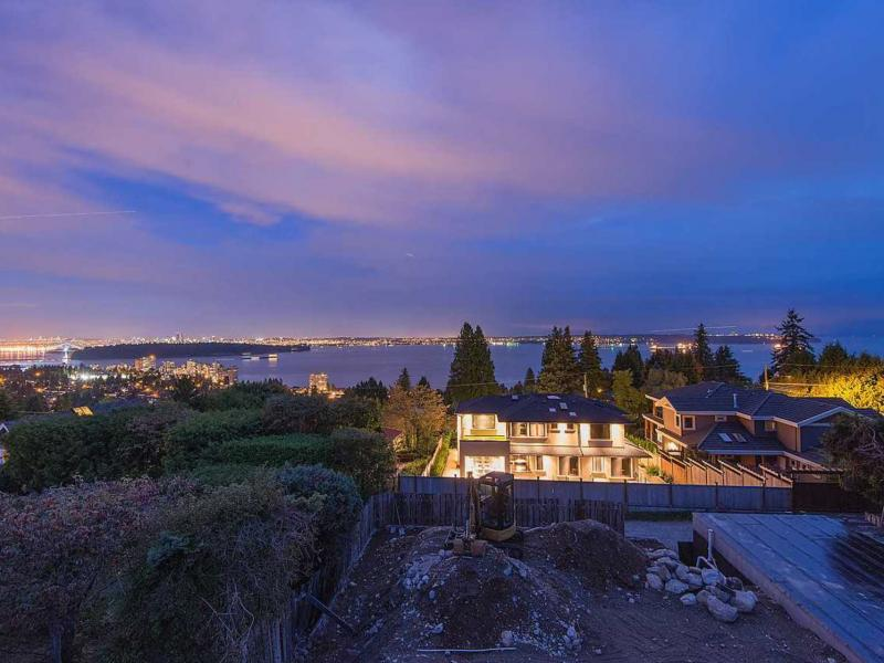 2580 Rosebery Avenue, Queens, West Vancouver