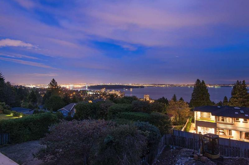 2580 Rosebery Avenue, Queens, West Vancouver 2