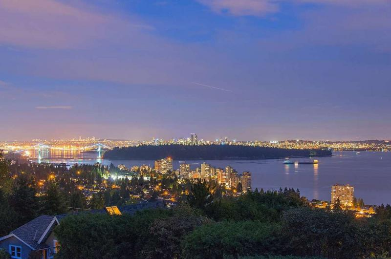 2580 Rosebery Avenue, Queens, West Vancouver 3